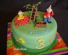 Pat a Mat a jablká. Pat and Mat cake.