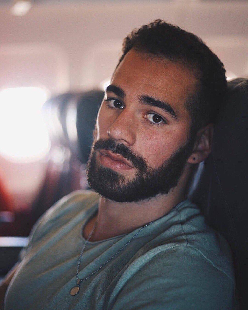 Resultado de imagen para bearded guy sexy
