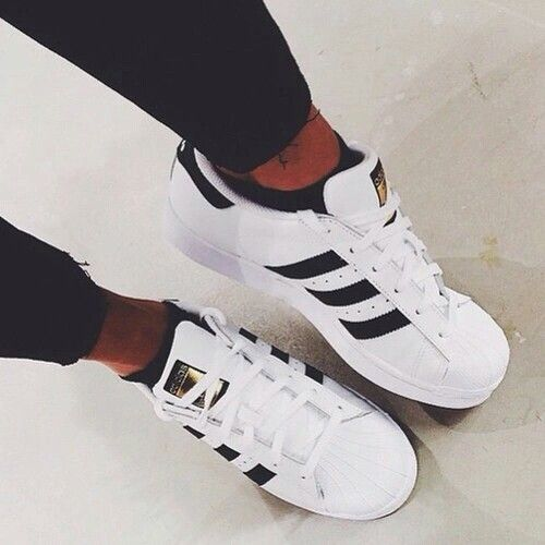 tennis adidas rayas negras