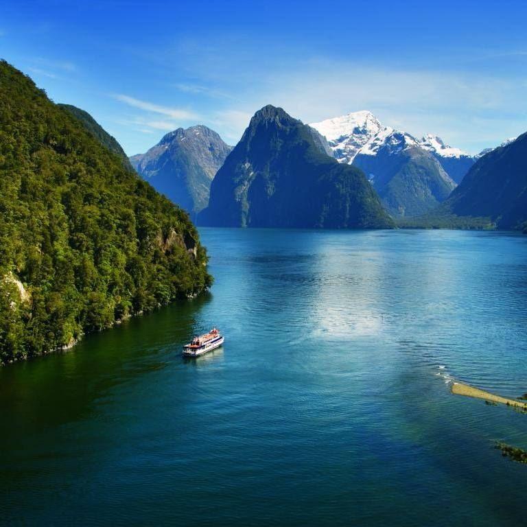 Milford Sound , New Zealand