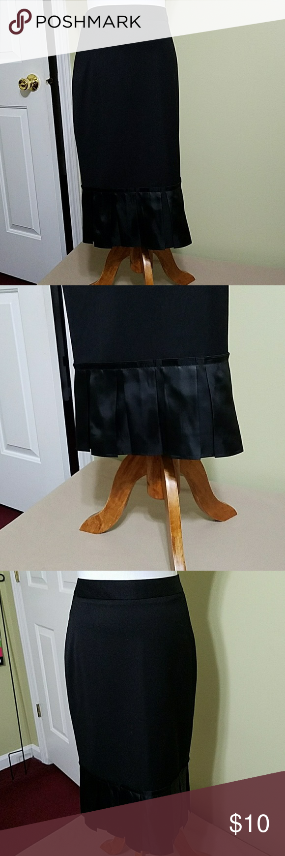 Simply Vera Vera Wang black skirt Simply Vera Vera Wang black skirt.  In great used condition.  Length is about 24 inches.  Waist is about 31 inches.  Body is made of 72% polyester and 28% rayon. Trim is made of 100% polyester. Simply Vera Vera Wang Skirts