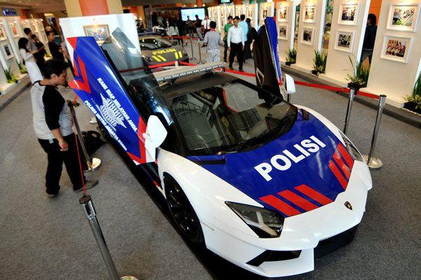 Melihat Mobil Lamborghini Polisi Lamborghini Aventador Mobil Polisi Mobil