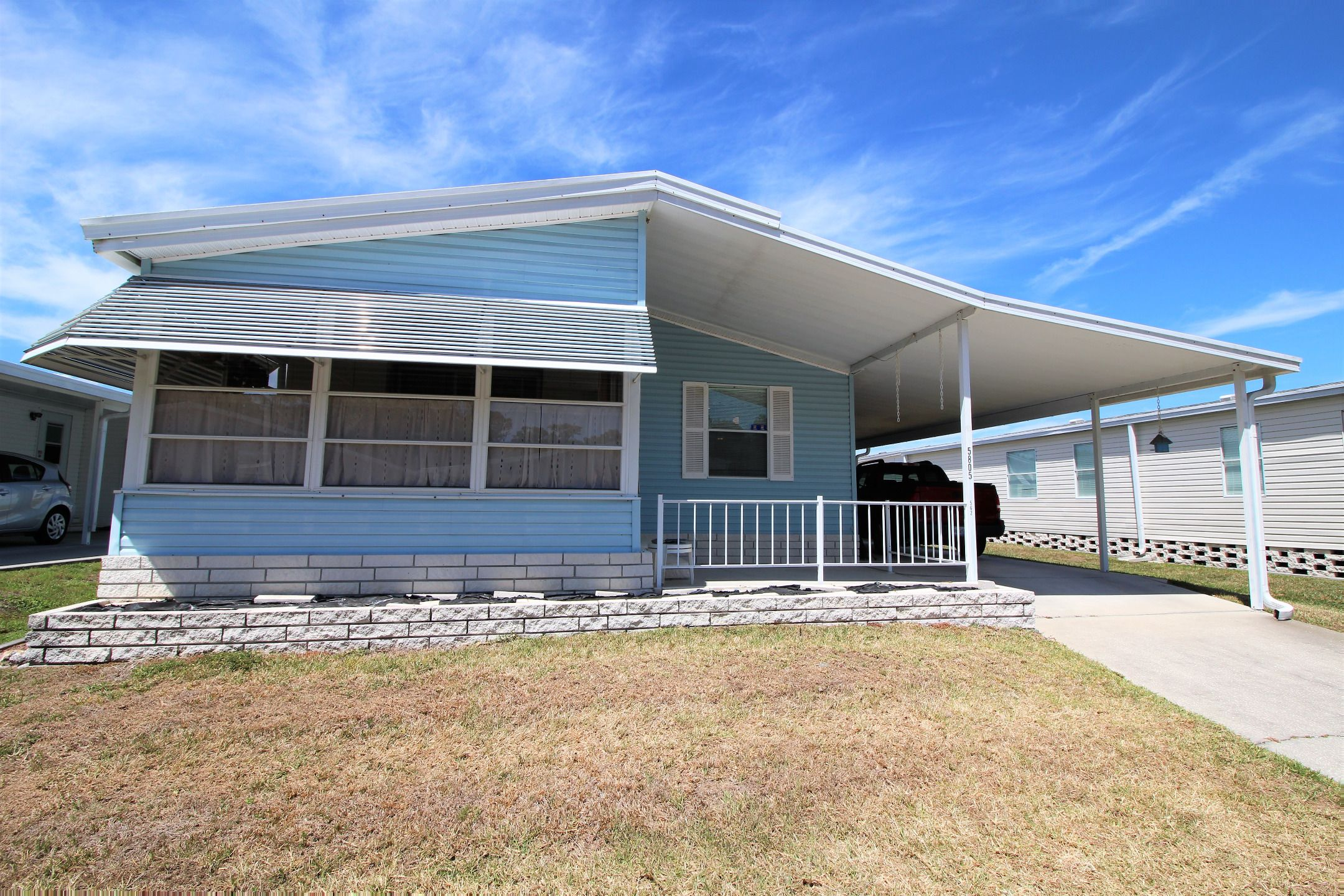 Front view 1994 sunc mobile manufactured home in