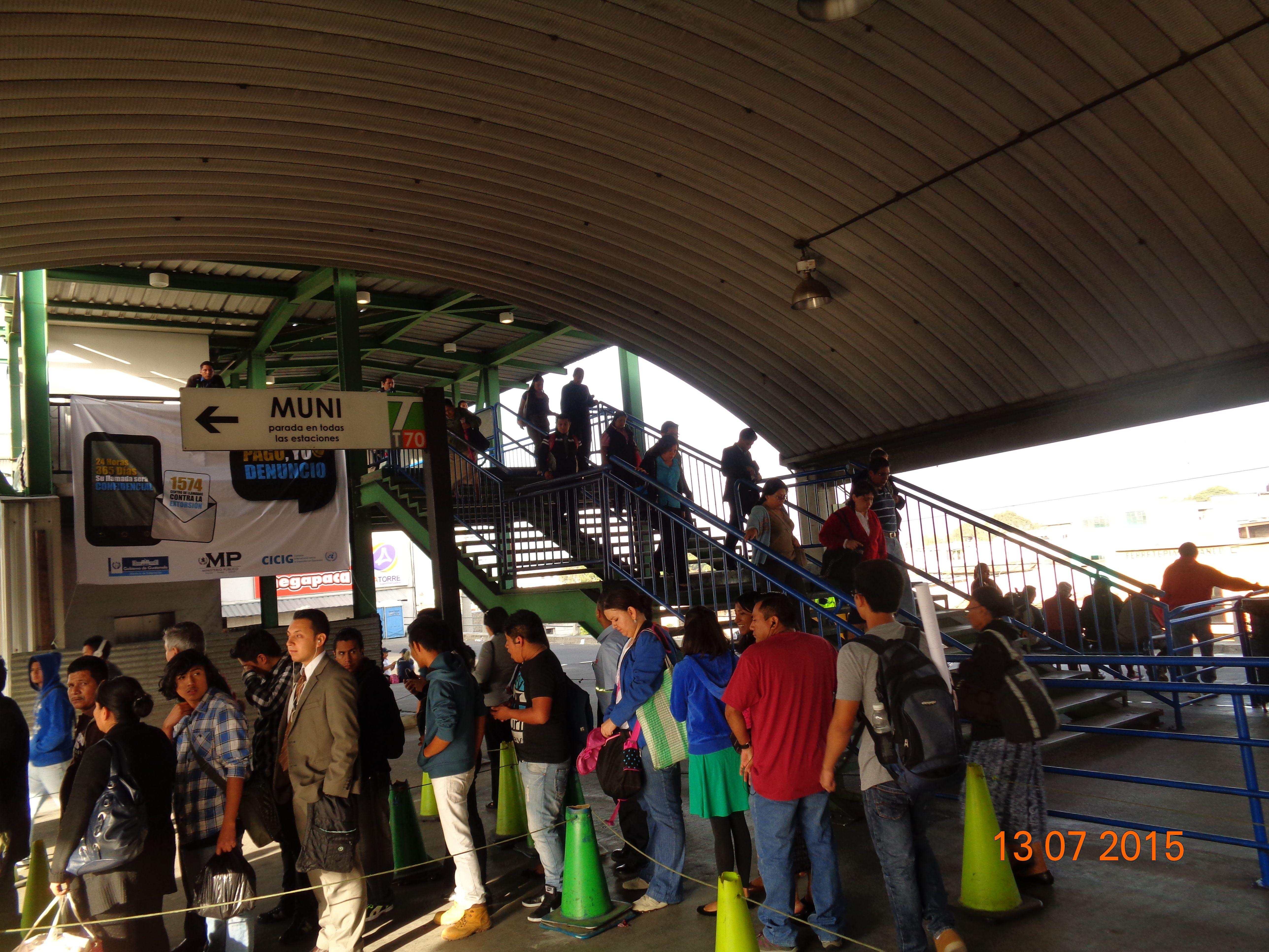 Personas en la Central de Transbordo (Centra)