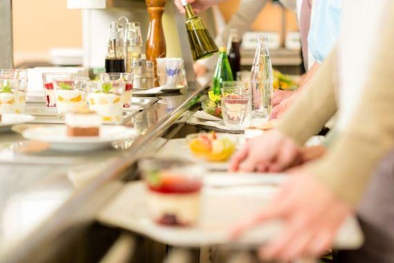 Alimentar-se fora de casa todos os dias é uma verdadeira prova de resistência. A nutricionista dá dicas de como se alimentar bem! - Veja mais em: http://www.vilamulher.com.br/bem-estar/nutricao/comer-fora-de-casa-dicas-para-se-alimentar-bem-642659.html?pinterest-mat