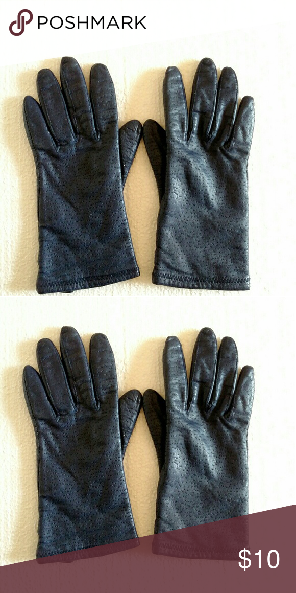 1798c03e0 Women's leather gloves, navy blue, size medium Navy blue women's leather  glove. Size medium. Lining is acrylic. A1118 Accessories Gloves & Mittens