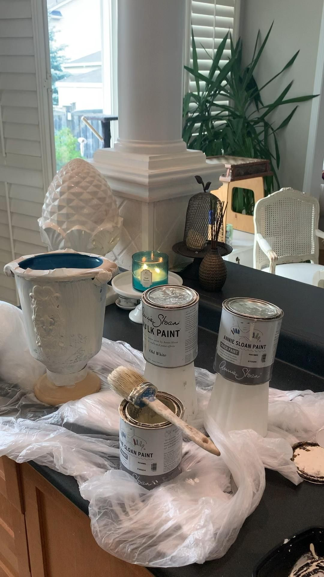 Do you love cracking open a fresh we can of Annie Sloan Paint as much as I do? I know it's weird but it is the little things in life.   #AnnieSloanchalkpaint #Handpainted #paintitbeautiful #paintedfurniture #distressed  #houseprojects #vintagefinds