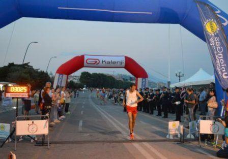 Caracciolo Gold Run sotto le stelle la manifestazione podistica del lungomare di Napoli