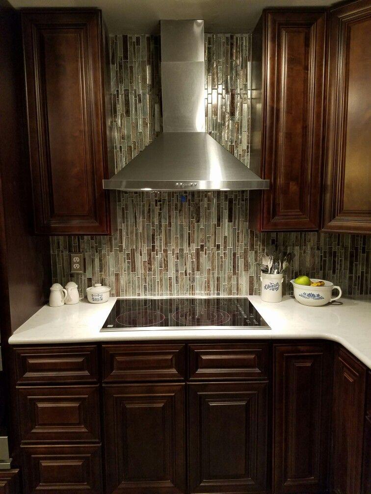 Etonnant Allen U0026 Roth Shimmering Lights Glass Mosaic Tile Broan Elite Hood Vent  Lilyann Cabinets Bristol Chocolate