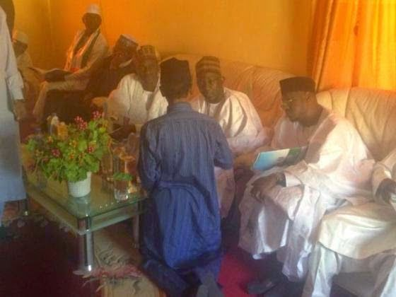 BLOG WITH FURY: PHOTO OF THE DAY: EL-RUFAI KNEELS BEFORE APC NATIO...