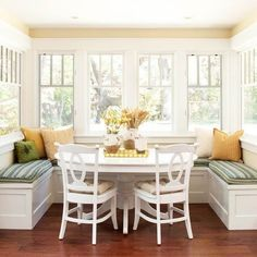 Kitchen Window Seat cosy & bright breakfast nook with u-shaped window seating
