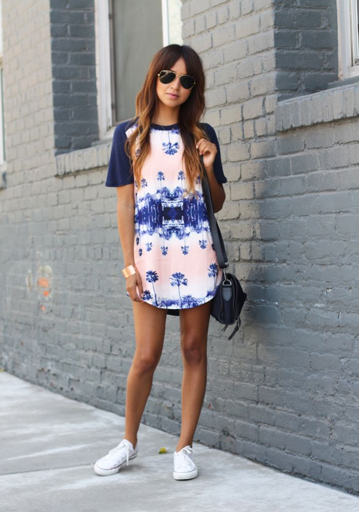 My Grey Blue And White Tshirt Dress Would Work Like This With White Converse Vestidos Con Tenis Moda Vestidos Con Converse