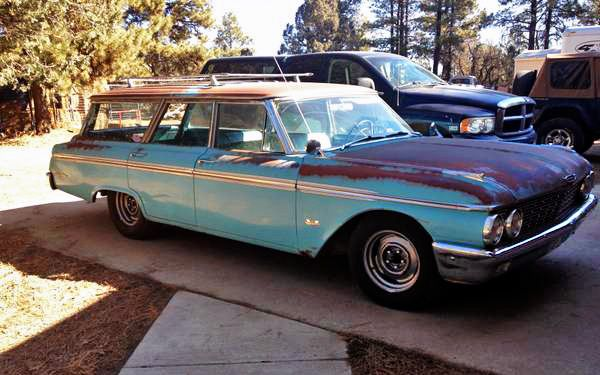 Stoplight Sleeper: 1962 Ford Country Wagon - http://barnfinds.com/stoplight-sleeper-1962-ford-country-wagon/