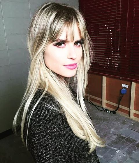 Carlson Young Oct 29 Coiffure Cheveux Et Frange