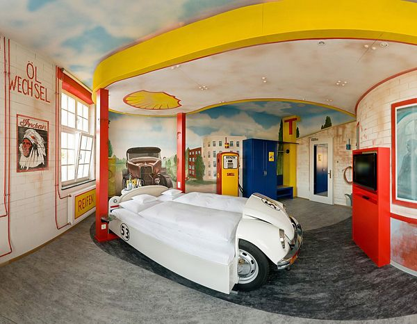car / garage theme boy's room! so cool for the car enthusiast