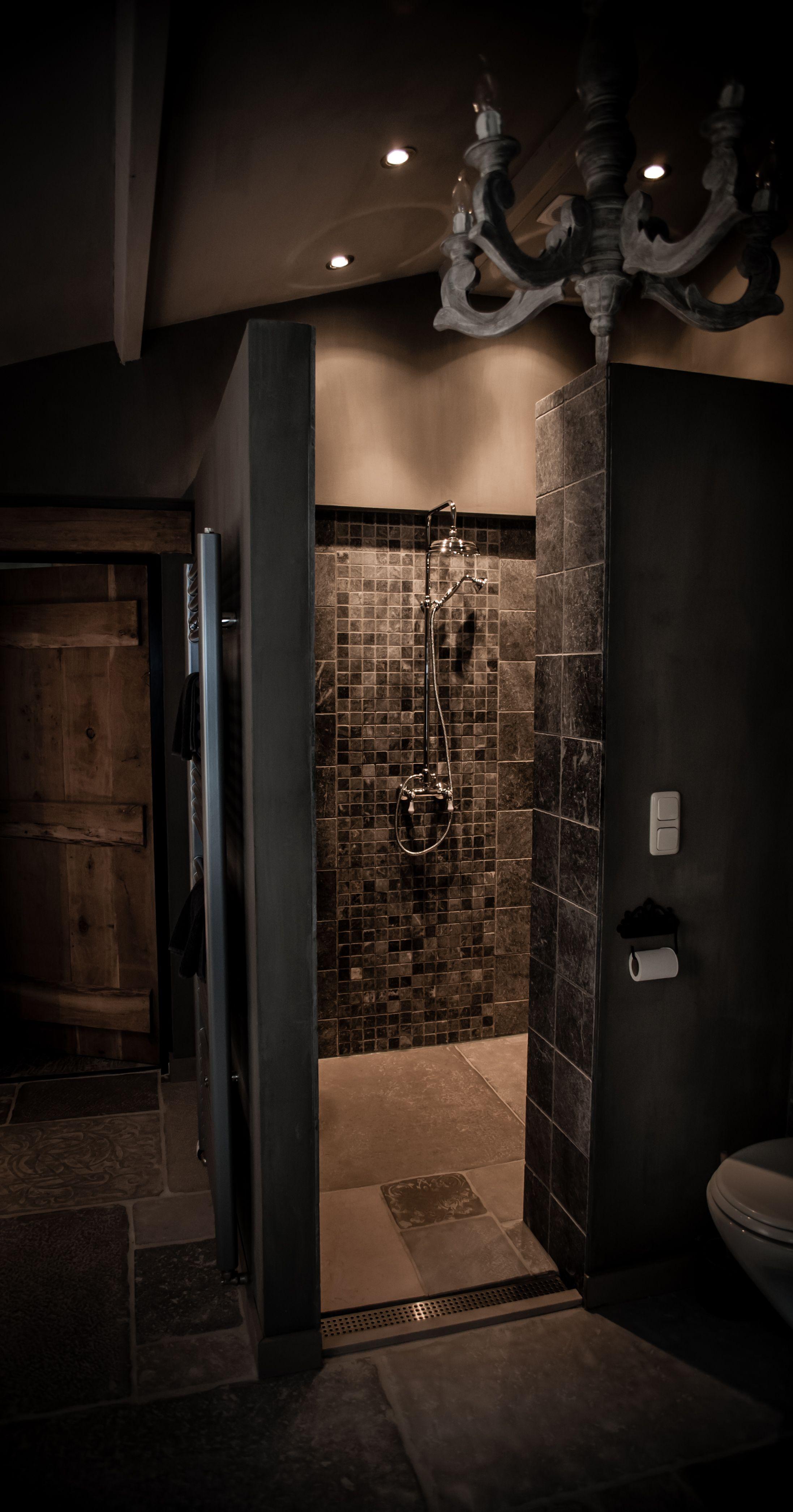 Landelijke badkamer met een hoffz inrichting bathroom pinterest bathroom inspiration - Badkamer donker ...