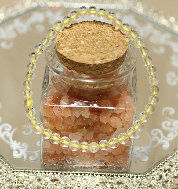 リビアングラスのブレスレットです。リビアングラスはエジプト西部で採れる天然ガラスです。どのように生成されたかはっきりした事は解明されていませんが、モルダバイト...|ハンドメイド、手作り、手仕事品の通販・販売・購入ならCreema。