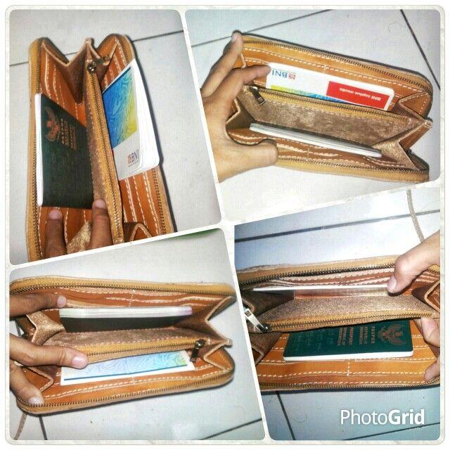 Emansipasi wanita wallet. semua pouch/wallet muat utk passport dan buku tabungan..karena saya juga kerepotan kalau bawa ini itu tanpa ad wadahnya.. pengennya yang kecil dan serba guna