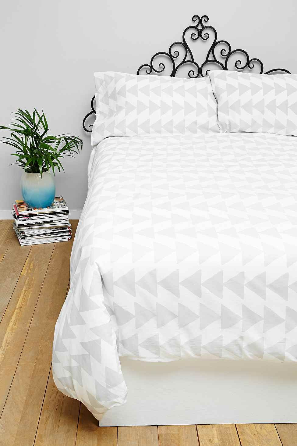arrowhead king size duvet set in grey urban outfitters. Black Bedroom Furniture Sets. Home Design Ideas