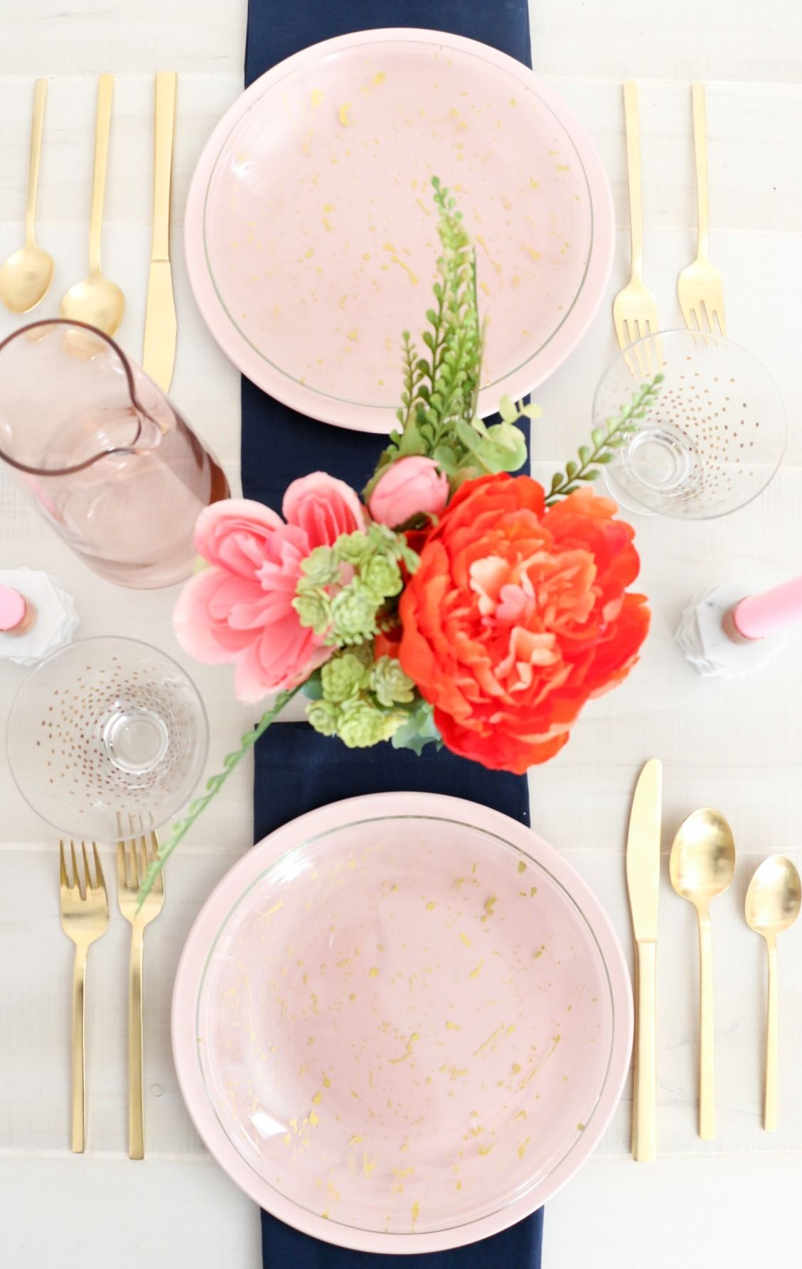 Can't wait to make these DIY gold splattered plates! They will instantly add a chic look to the table.