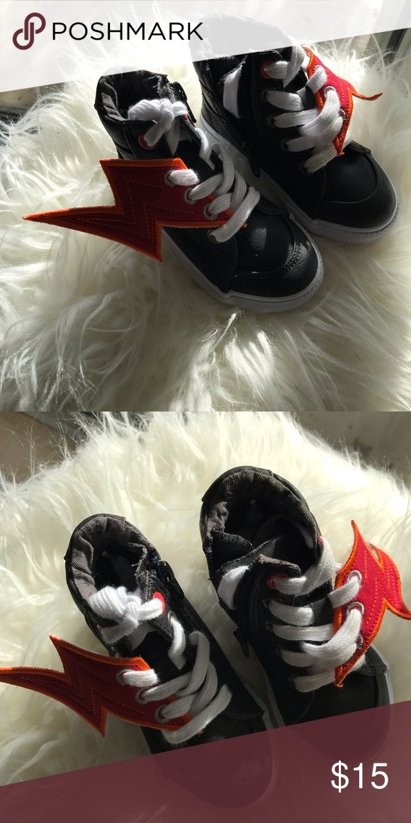 f39f44d636 Cat & Jack Lightning bolts sneakers Cat & Jack Lightning bolt sneakers. Size  6.