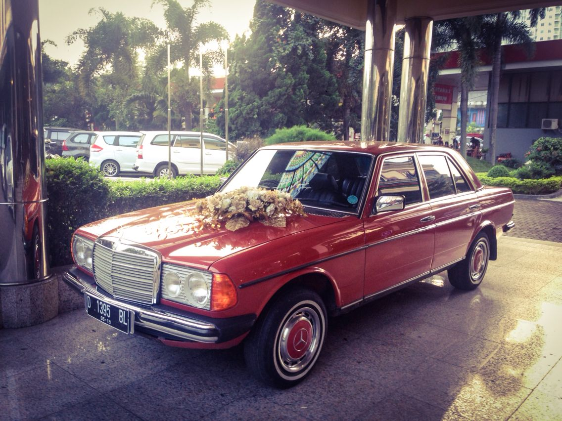 Mercedes E Class Wedding Car With Purple Ribbons Executive
