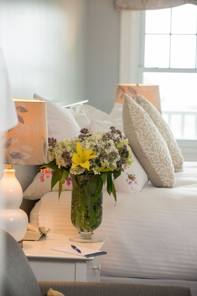 18 Luxurious rooms with king beds, ocean views, cable tv and USB ports, granite bathrooms. Enjoy the main inn's standard, premium ocean view, and suite rooms in Camden, Maine.