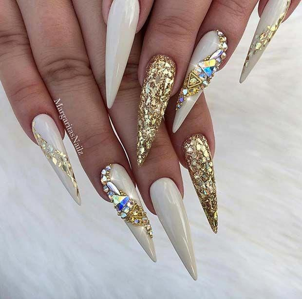 Dazzling Gold And White Stiletto Nails Stilettonail Gold Nail Designs Black Gold Nails Gold Stiletto Nails