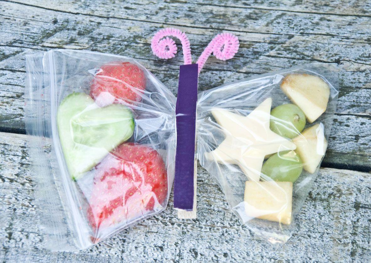 Fruktpose med klesklype i midten = sommerfugl
