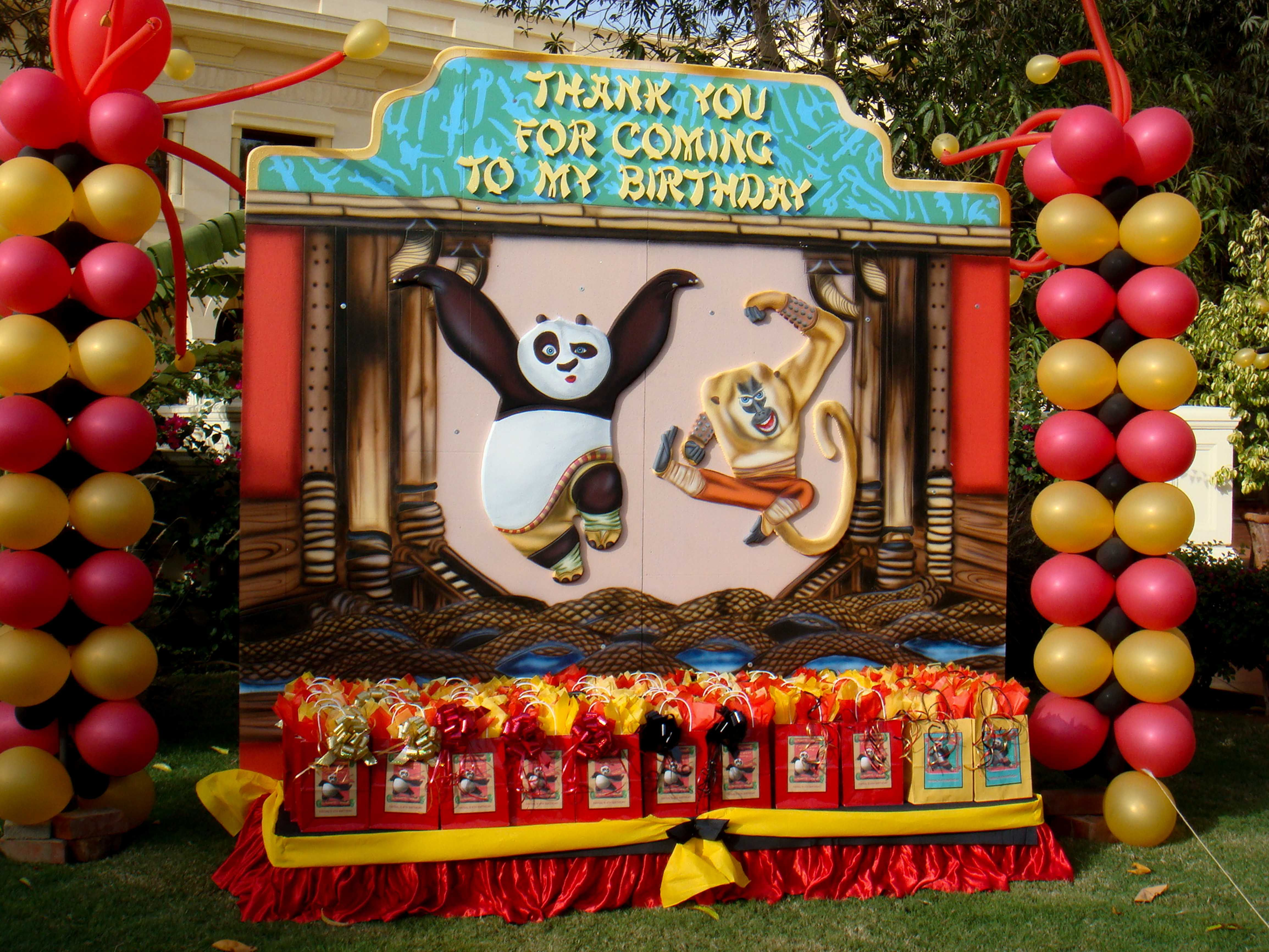 Balloon columns at the kungfu panda themed party by