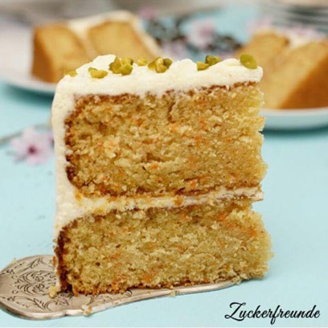 Carrot Cake || Ein Karottentörtchen geht doch immer  Ein schönes Wochenende wünsche ich euch allen ☕ #carrotcake #vscogood #vscofood #thefeedfeed #hautecuisines #foodstagram #dessert #vsco #f52grams #foodphotography #kuchen #cake #instagood #cookmagazine #food #backen #baking #blog #foodblog #Torte #zuckerfreunde