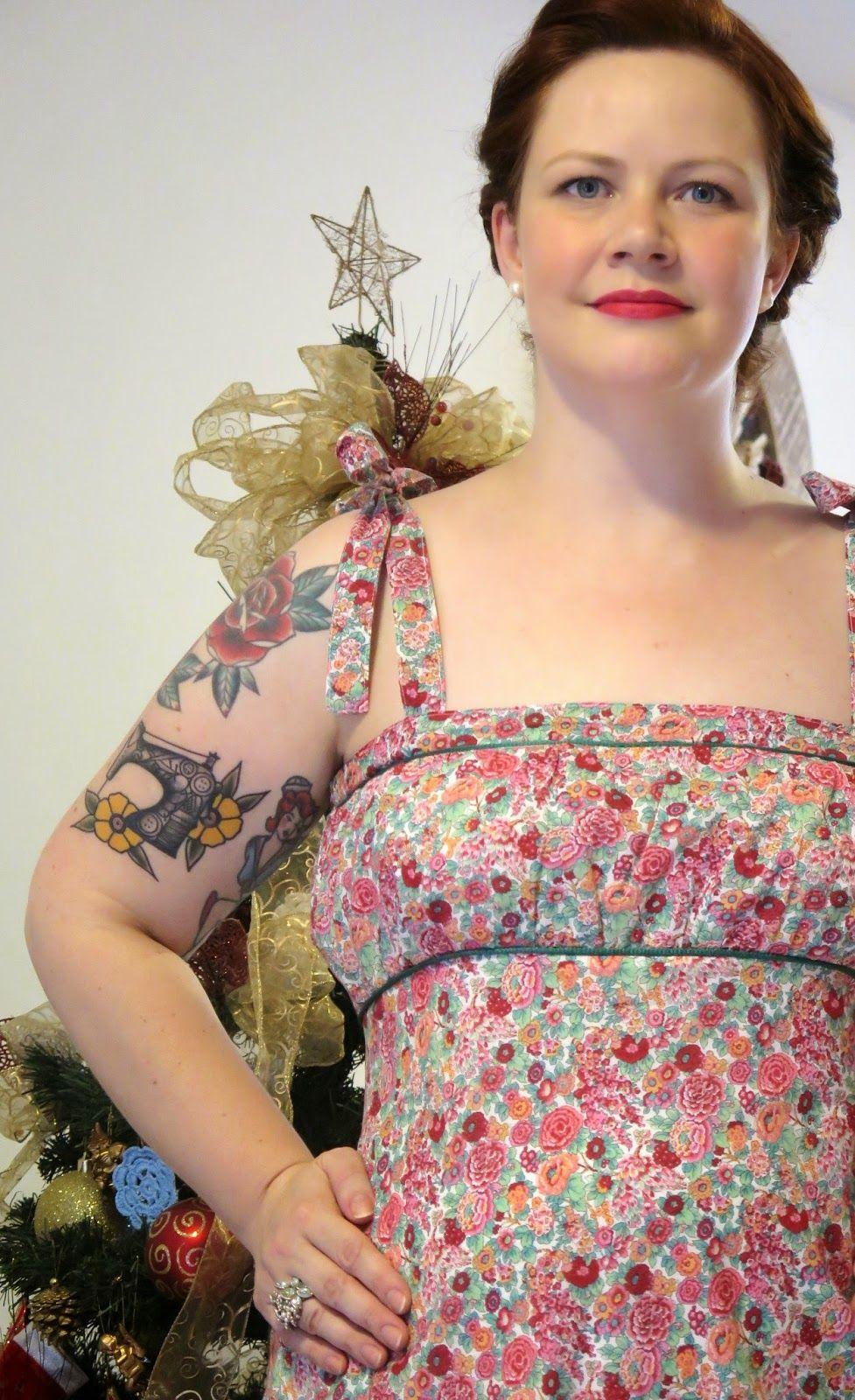 Vestido de algodão com alças amarradas.    Veja mais em: http://www.costurakatiacostura.com/look-do-dia-natal-em-dobro/