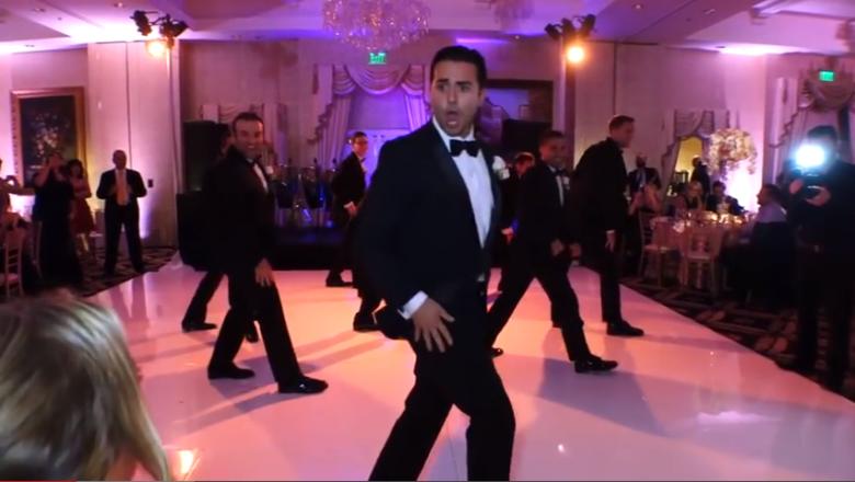 Durante a festa de casamento na semana passada, noivo faz uma surpresa incrível: uma coreografia divertida envolvendo os padrinhos! Todo mundo já viu, e você?