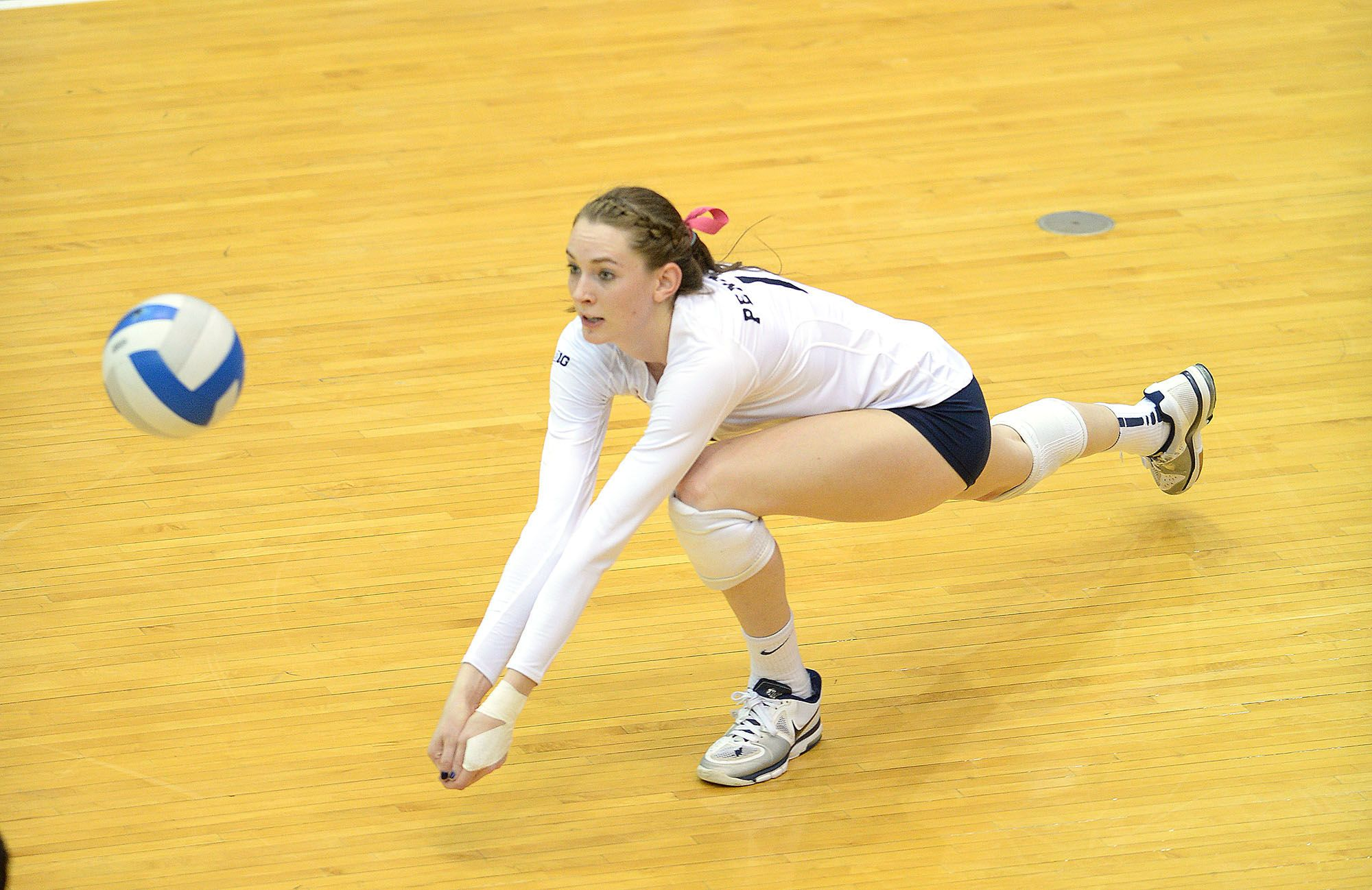 Penn State Athletics Megan Courtney Dives For Dig Against Minnesota In Rec Hall Penn State Athletics Penn State Sports Football Images