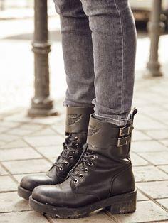 Las botas militares llegaron para quedarse y son super cómodas. Aquí te  dejamos varios estilos bf98971fe7a62