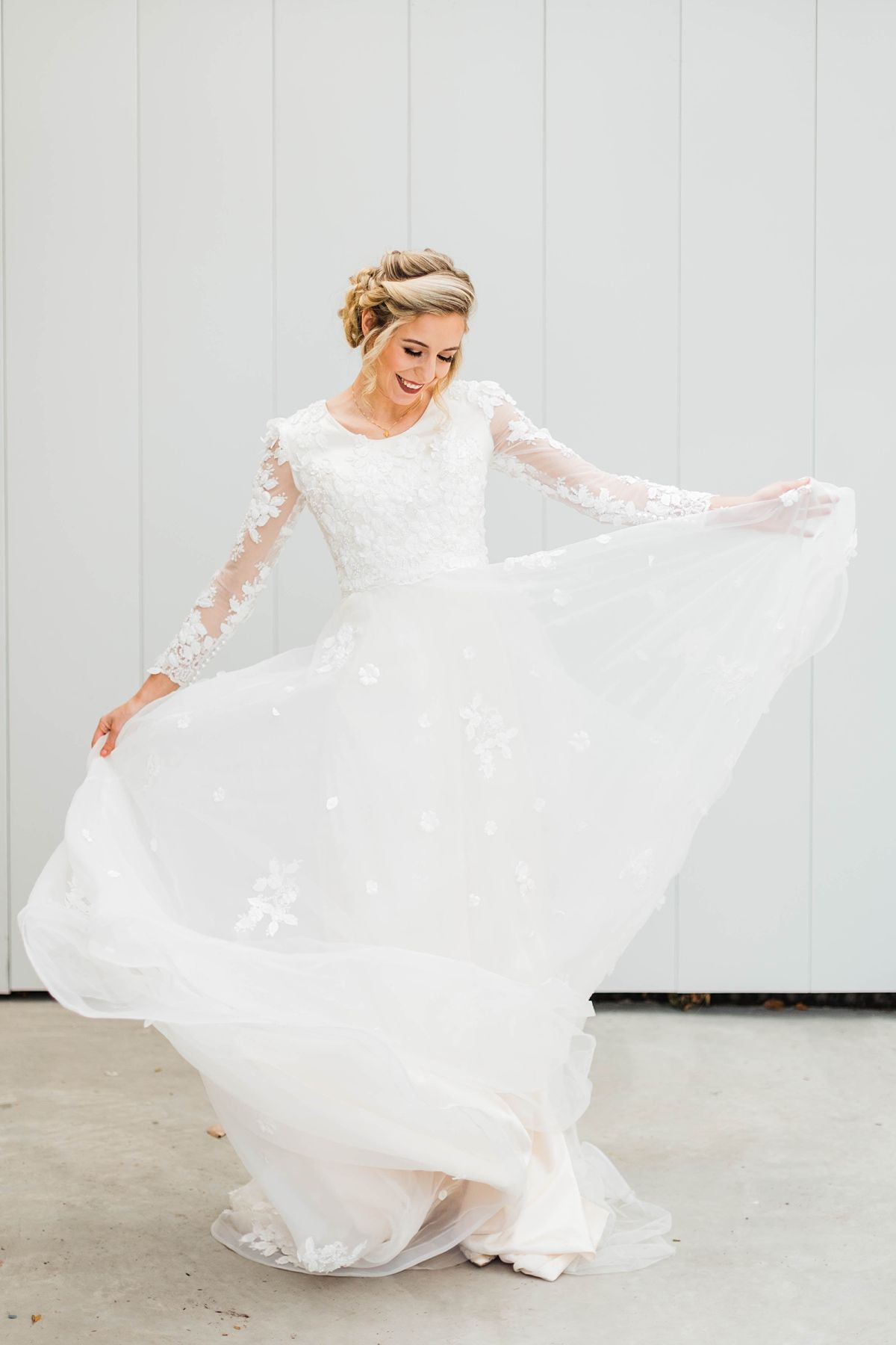 Springtime Wedding Inspiration At Shade Home And Garden Orem Utah Modest Wedding Dresses Wedding Dress Photography Utah Wedding Photographers