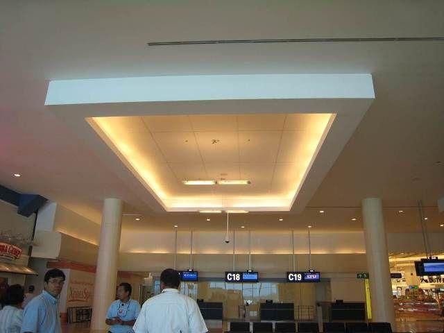 Plafon central de dise o rectangular elaborado por el - Luz indirecta ...