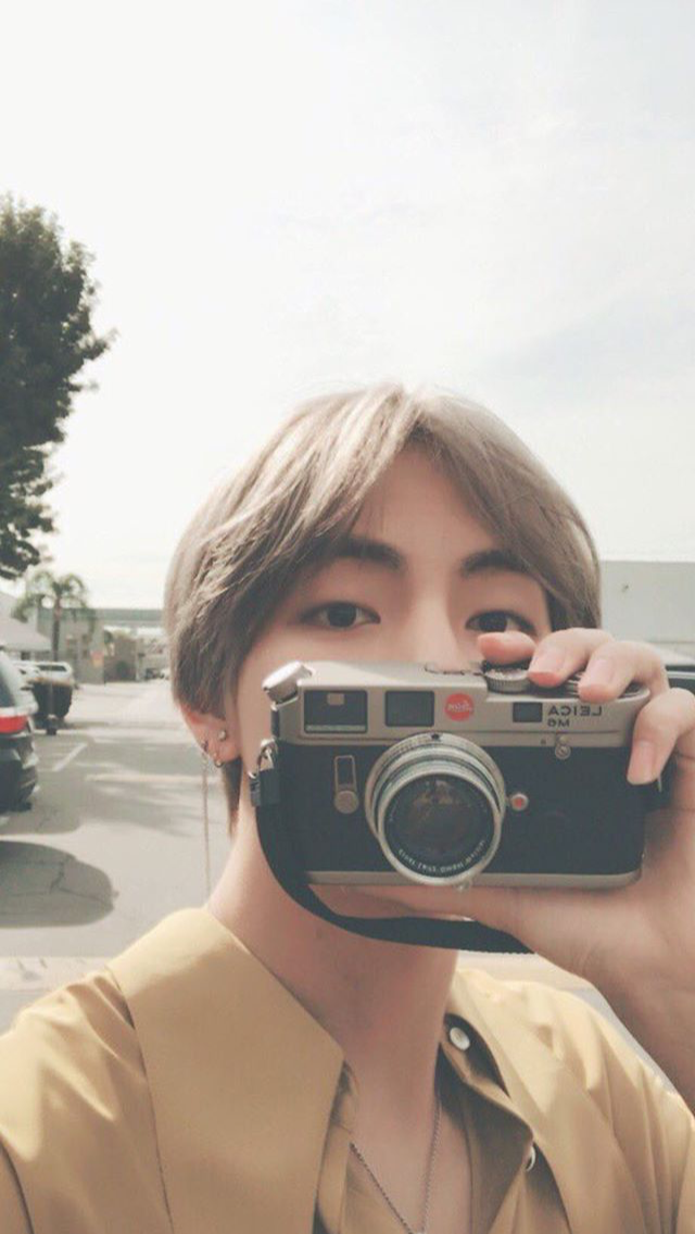 Jungkook Wallpaper Iphone Tae With A Camera Bts Pinterest Bts Kpop And Wallpaper