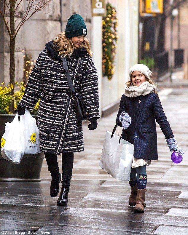 Jessica Alba keeps the cold at bay in oversized wo