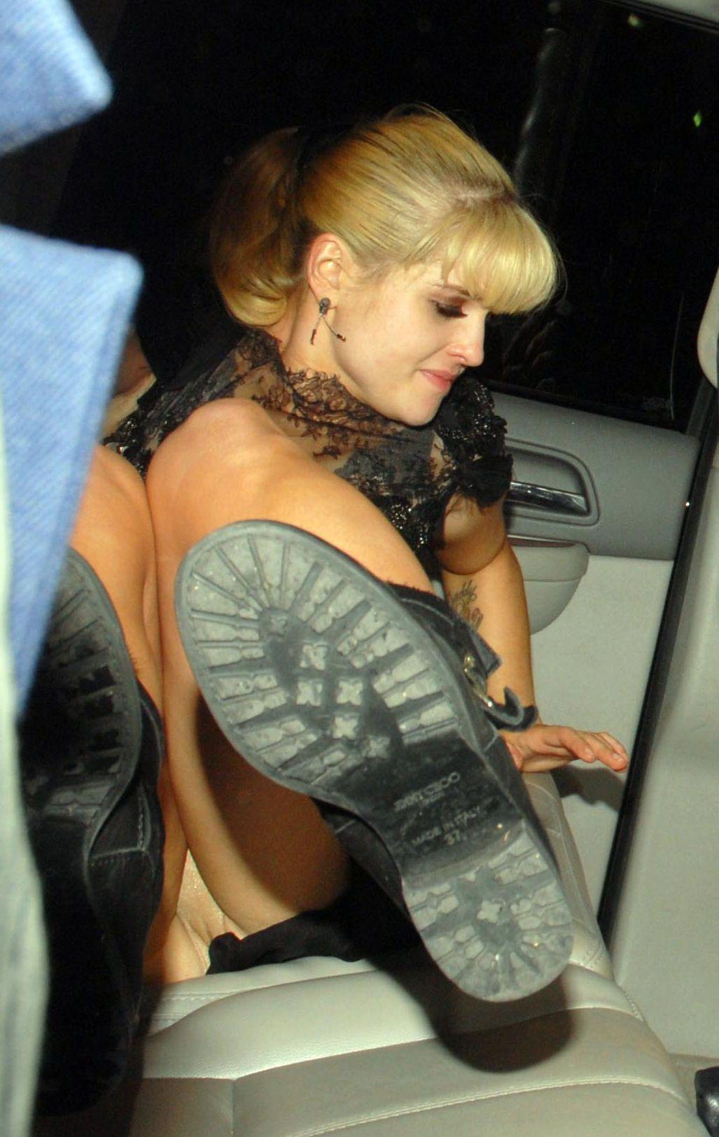 Kelly kelly nude Nude Photos 33