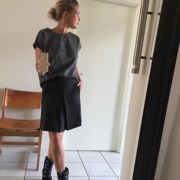 Line i et super lækkert sæt bestående af Graduate wool skirt og Gwen scuba top.