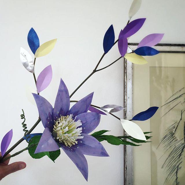 Paper Flower....Dagens projekt... #papirklip#papirblomst#flower  #fleur#paperwork#papercraft  #paperdecor#værtindegaven #forårsbuket#forårsvejr #madebyme#signehomberntsen