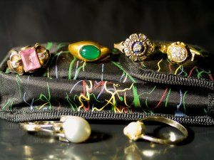 Cleaning jewelry tipstricks and answerseaning tips cleaning jewelry tipstricks and answerseaning tips solutioingenieria Image collections