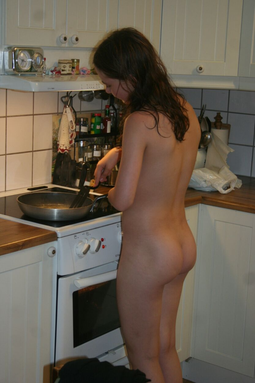 nude sexy house maid