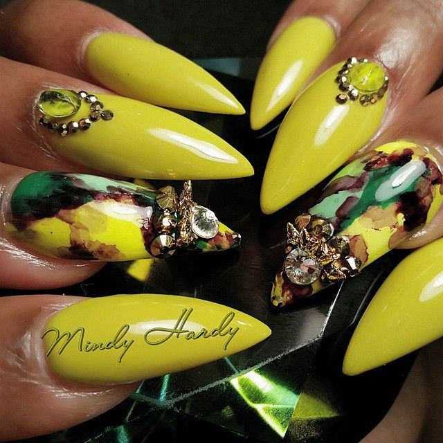 Stiletto nails with design by Mindy Hardy in Orlando FL