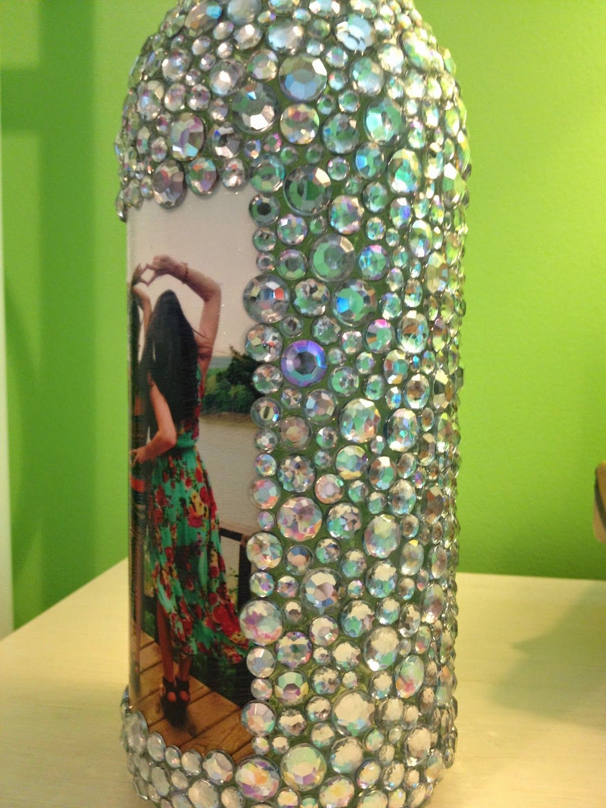 rhinestone wine bottle picture frame diy home decor. Black Bedroom Furniture Sets. Home Design Ideas