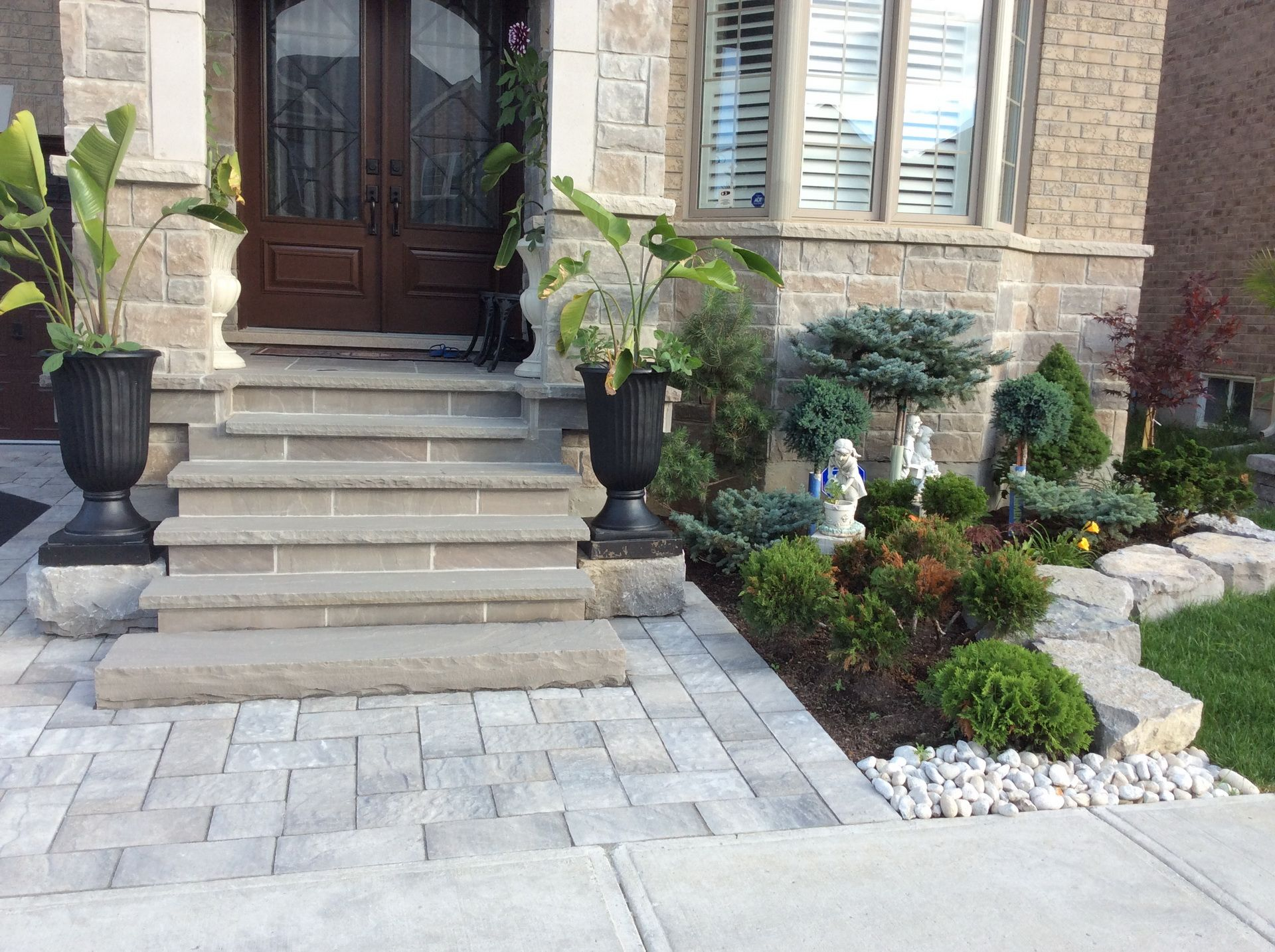 Armour stone landscaping front yard landscaping for Stone landscaping ideas for front yard