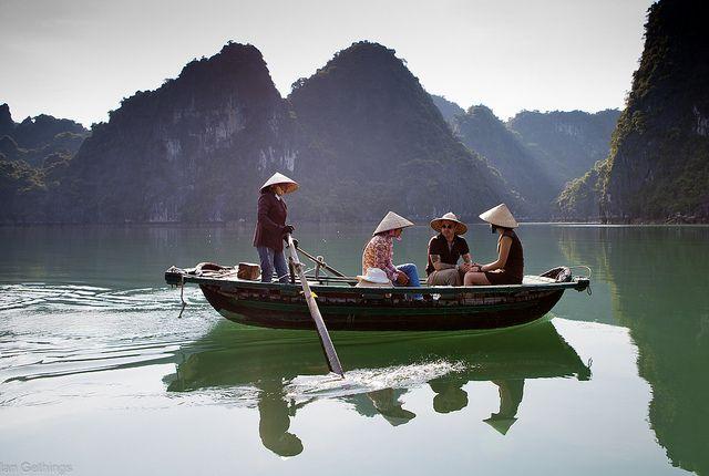 Bamboo baot, Halong Bay