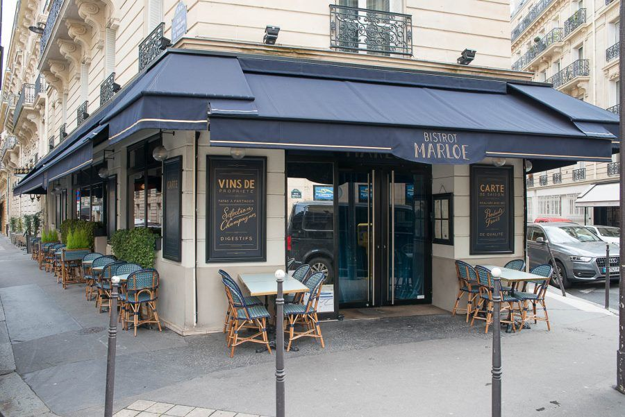 terrasse ext rieur du restaurant le marloe de paris chaises en cannage par maison gatti store. Black Bedroom Furniture Sets. Home Design Ideas