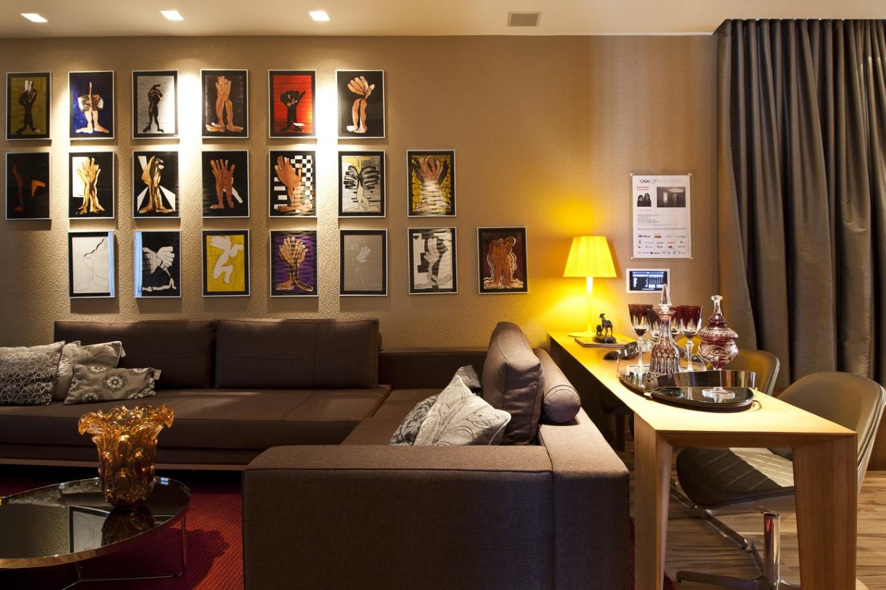 Paredes decoradas: veja 25 composições de quadros, pratos e espelhos